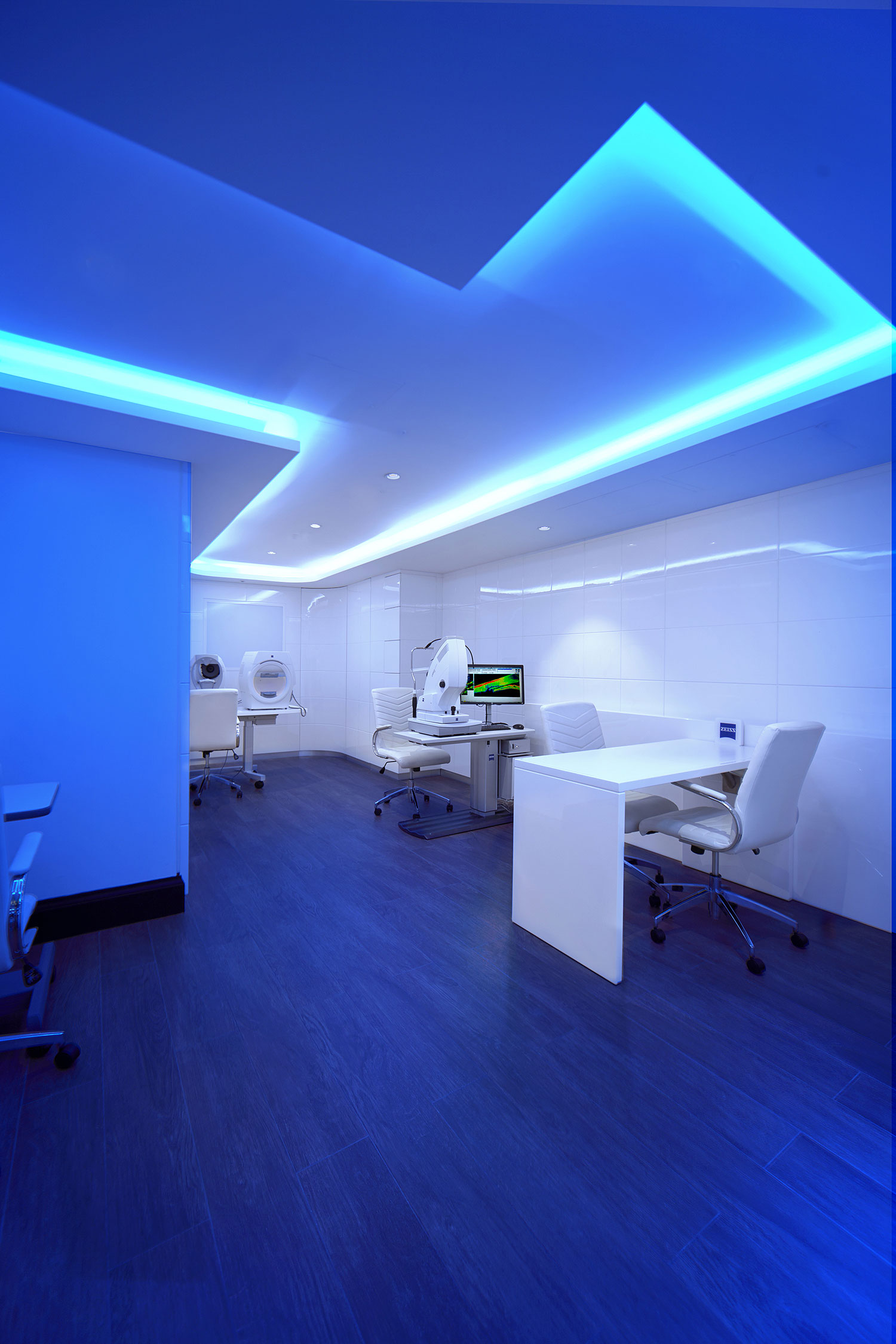 Vision clinic at Tom Davies Bespoke Opticians in blue light